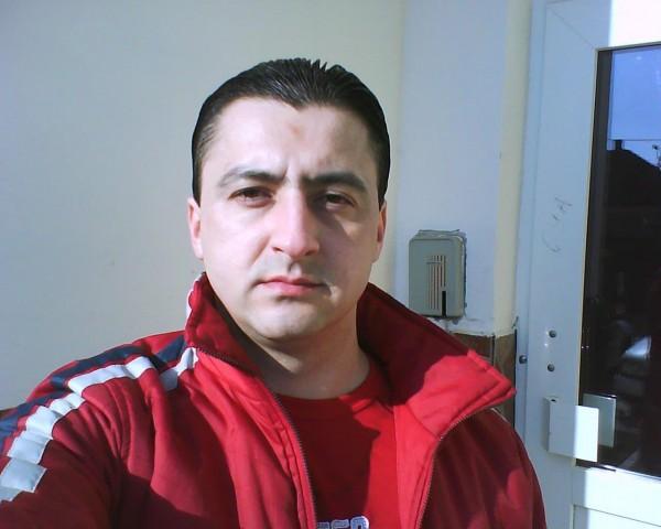 Caut singure bărbați din Oradea