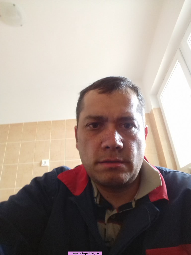 Caut frumoase bărbați din Slatina femei in varsta care cauta barbati