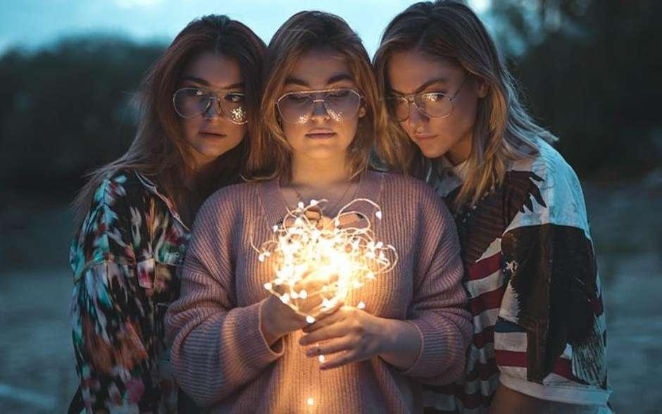 Supernova, un film cald despre o familie gay, într-o lume post-homofobă