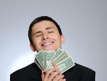 femeile cauta barbati cu bani si barbatii bogati femei frumoase?